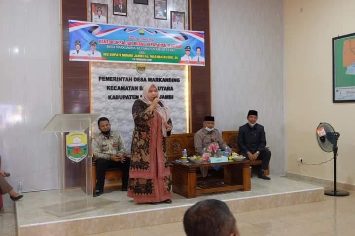 Bupati Masnah Resmikan Kantor Desa dan Beri Bantuan Bansos